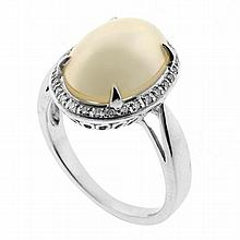 A 9CT WHITE GOLD PEARL AND DIAMOND RING; centre set with an oval blister pearl of 13.4 x 9.6mm surrounded by 28 single cut diamonds....