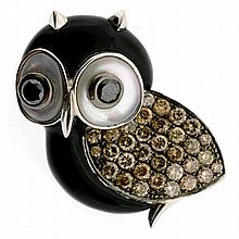 AN 18CT WHITE GOLD GEMSET OWL BROOCH; eyes rub set with 2 round cut black diamonds approx 0.24ct surrounded by mother of pearl to he...