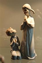 Lladro 'Teaching to Pray' by Vincente Martiez