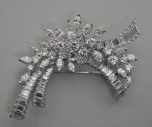 PLATINUM & DIAMOND CLUSTER CLIP BROOCH, 12.65CTW