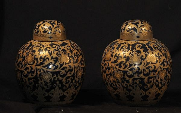 PAIR OF CHINESE PORCELAIN LIDDED VASES