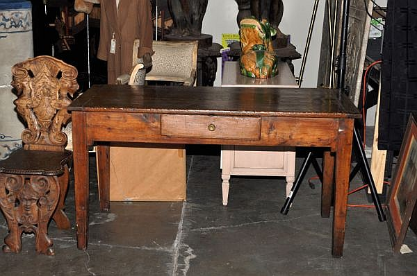 LATE 18th/EARLY 19th C. COUNTRY FRENCH OAK DESK