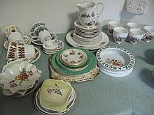 Quantity of vintage porcelain including Royal
