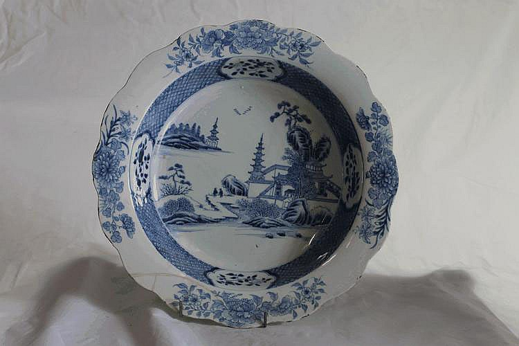 A CHINESE BLUE AND WHITE EXPORT CIRCULAR BOWL, the