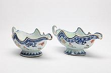 A PAIR OF CHINESE BLUE AND WHITE PORCELAIN SAUCE