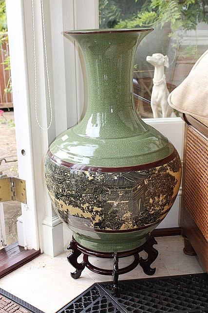A LARGE CHINESE GREEN CRACKLE GLAZE BOTTLE VASE