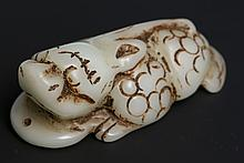 CHINESE CARVED WHITE JADE FOO DOG PENDANT