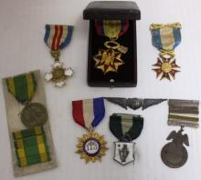 7 MILITARY MEDALS AND WINGS INCLUDING MARKSMAN