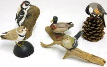 5 CARVED AND PAINTED MINIATURE BIRDS BY SPARRE,
