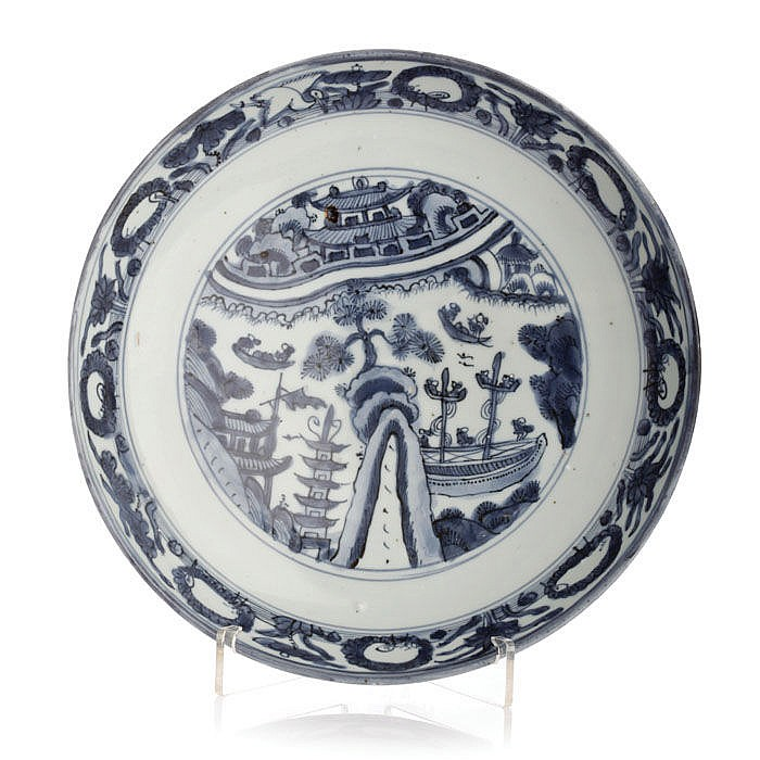 Saucer in Chinese porcelain, Ming