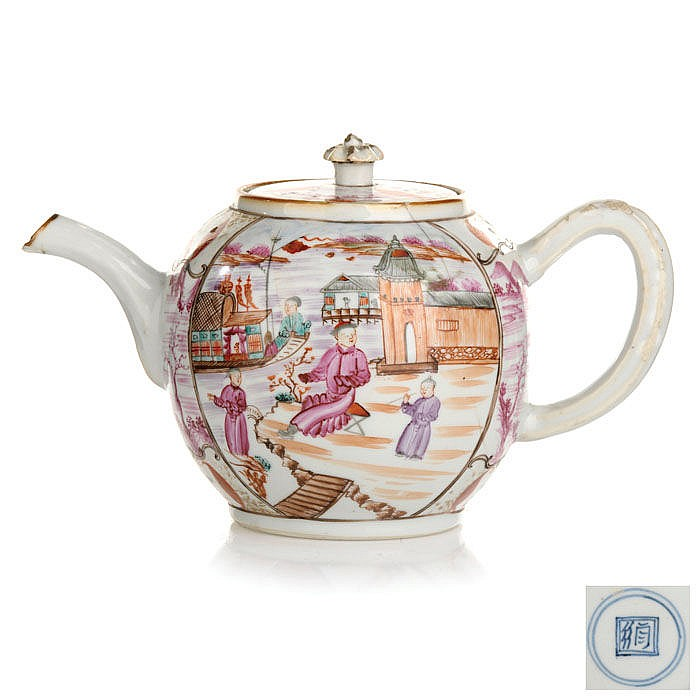 Teapot in Chinese porcelain