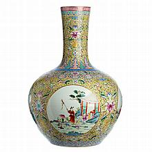 Tianqiu Ping vase 'figures' in Chinese porcelain, Minguo