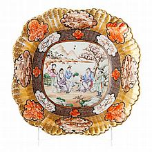 Lobed bowl 'figures' in Chinese porcelain