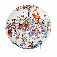 Plate 'royal court figures' in Chinese porcelain, Tongzhi