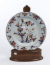 AN 18TH CENTURY CHINESE IMARI DISH, decorated in