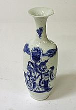 A CHINESE BLUE AND WHITE VASE, decorate with royal