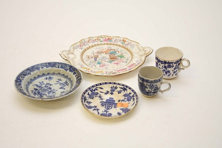 A COLLECTION OF CHINESE BLUE AND WHITE PORCELAIN,