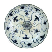CHINESE BLUE AND WHITE GLAZED PORCELAIN SAUCER.