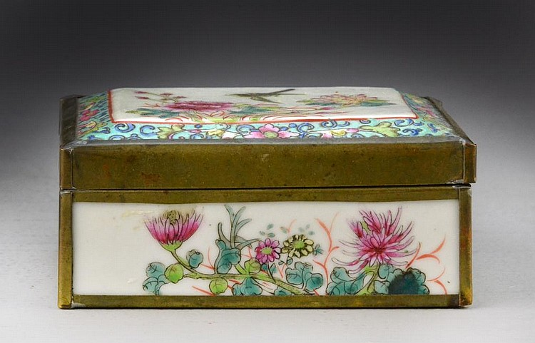 Chinese Republic Famille Rose Porcelain Box