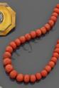 Collier de perles de corail plates facettées,