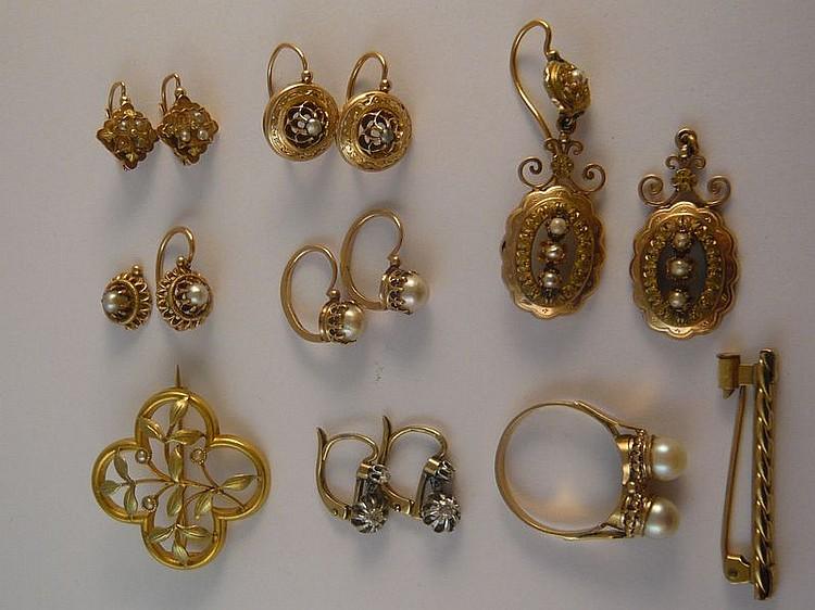 Lot de petits bijoux en or jaune