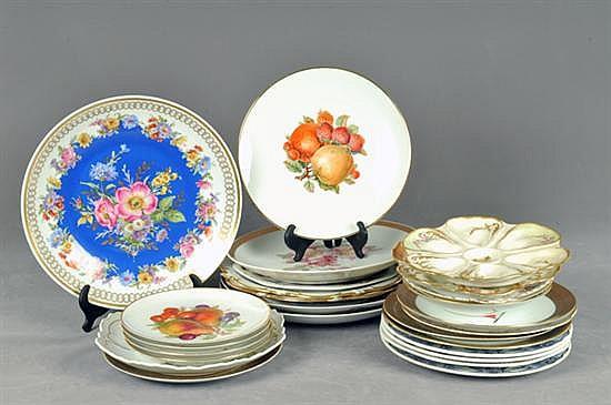 Lote de 27 platos decorativos. Origen alemán, francés, inglés, española, canadiense y china. En porcelana y cerámica. 27 pz.
