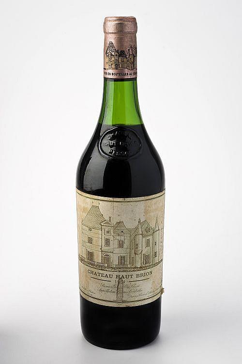 Chateau Haut - Brion. Cosecha 1974. Premier Grand Cru Classé. Graves. Etiqueta rasgada. Nivel: a 4 cm.