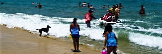 JAVIER LÓPEZ MORTON, Tres metros de playa, Firmada 2012. Impresión digital sobre trovicel 1 / 10, 34.3 x 104.3 cm, Con certificado.