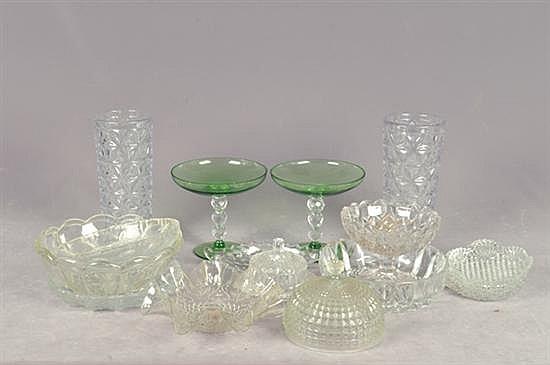 Lote de cristal y vidrio. Diferentes tamaños. Diseños lisos y facetados. Consta de: platones, floreros, botaneros, otros. Piezas: 16