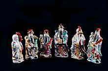 Lote de sabios orientales. Origen chino. En porcelana policromada. Piezas: 6