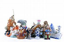 Lote de figuras decorativas. Origen chino. Elaborado en cerámica y porcelana policromadas. Consta de: 2 pescadores con caña, 2 pescador