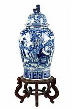A CHINESE BLUE & WHITE PORCELAIN TEMPLE JAR