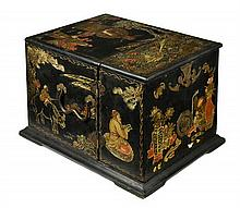 A CHINESE EXPORT LACQUER AND PARCEL GILT DRESSING BOX