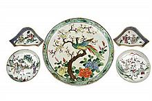 FIVE CHINESE FAMILLE ROSE PORCELAIN ARTICLES