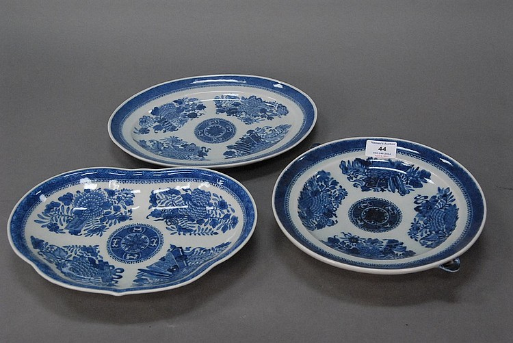 Three piece lot of Fitzhugh export blue and white porcelain including a warming plate.