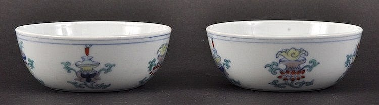 A PAIR OF CHINESE DOUCAI PORCELAIN CIRCULAR BOLS