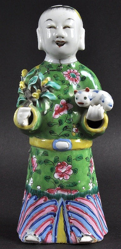 AN EARLY 19TH CENTURY CHINESE PORCELAIN FIGURE OF