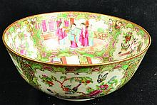 A 19TH CENTURY CHINESE CANTON PORCELAIN BOWL, the