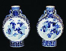 A PAIR OF 19TH CENTURY CHINESE BLUE & WHITE
