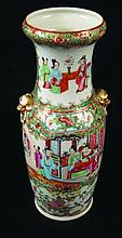 A 19TH CENTURY CHINESE CANTON PORCELAIN VASE, the