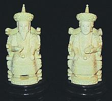A GOOD SMALL PAIR OF 20TH CENTURY CHINESE CARVED