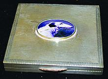 AN ART DECO SILVER SQUARE BOX, 2.25ins wide,