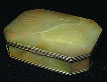 A SMALL EARLY 19TH CENTURY CHINESE MOTHER-OF-PEARL