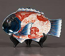 Fine Japanese Imari porcelain dish in the shape of a fish, 9