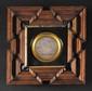 « LE PASSAGE DU GRAND SAINT BERNARD LE 25 FLOREAL AN VIII. » Médaille en plomb d'après Andrieu. Diam : 6,5 cm. Présentée sous verre, cerclée de laiton, dans un cadre en bois et bois noirci. B.E.