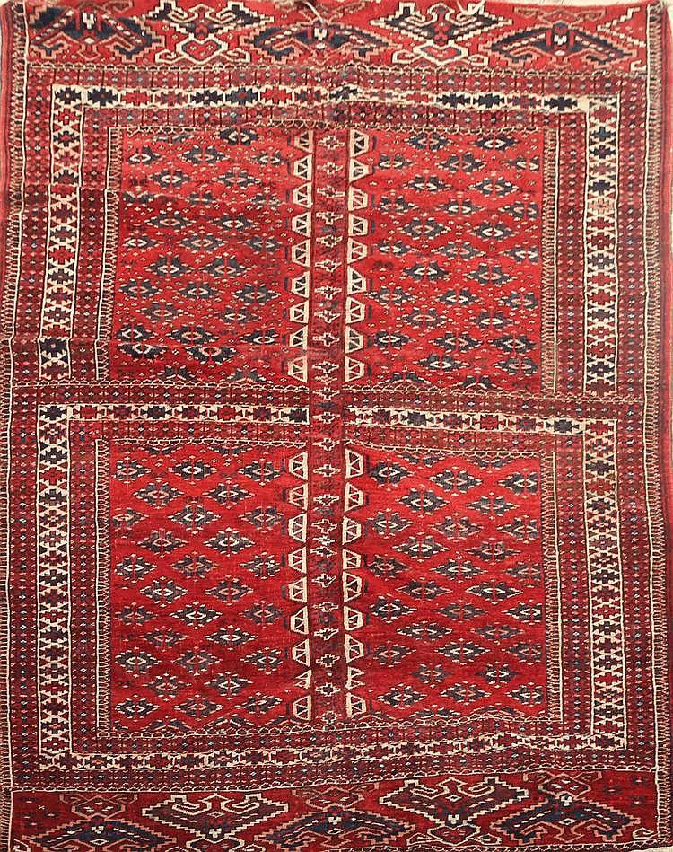 Grand YOMOUD-BOUKHARA (Turkmen) fond lie de vin à décor de gühls en forme de diamants Vers 1930 205 x 149 cm