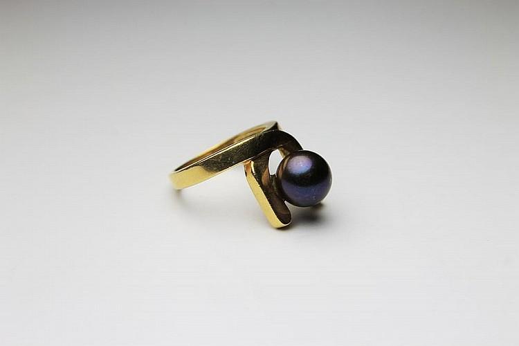 HERMES BAGUE en or jaune ornée d'une perle de Tahïti. Poids brut : 6,1 g TDD : 47