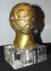 « Les gueules cassées », mascotte signée Le Franc, France, 1921, haut : 110 mm. Réf 486 livre de Michel Legrand. Cette mascotte est en bronze doré. L'union des « gueules cassées » a été créée en 1921 pour venir en aide aux victimes de la guerre
