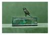 Égypte, époque Ptolémaïque.  SARCOPHAGE DE FAUCON. Bronze patine croûteuse, manque  la fermeture,  éclats sur la tête de l'oiseau.  Long. 15,8 cm - Larg. 5,6 cm  - Haut de la base 5,7 cm -  Haut de l'oiseau 6,2 cm - Haut totale 11,9 cm