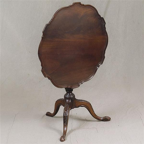 TILT-TOP PARLOR TEA TABLE - Antique mahogany with shaped top